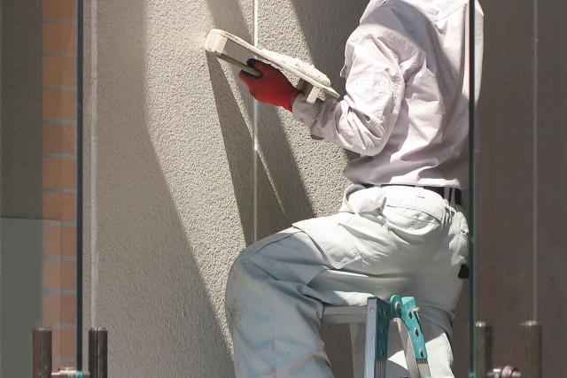 外壁の塗り替えを行うタイミングと費用