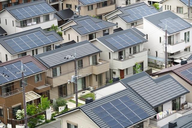 ソーラーパネルと屋根塗装を同時に行う注意点